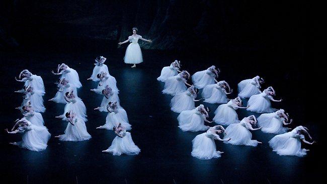 204234-giselle-paris-opera-ballet