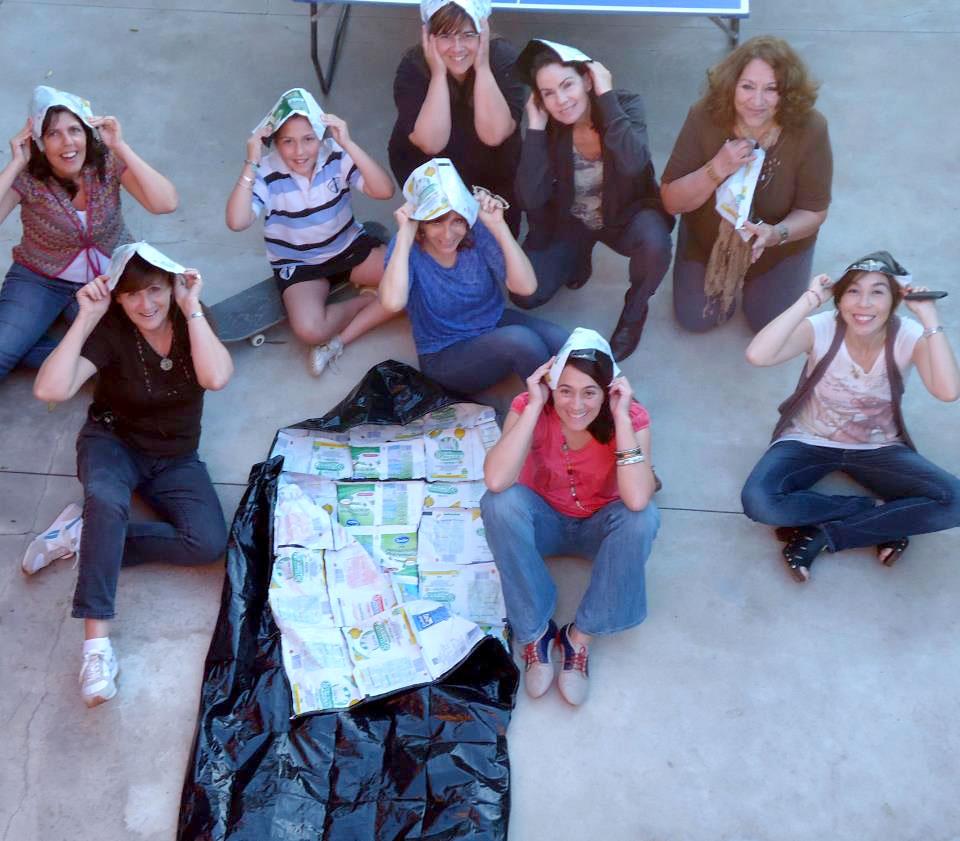 Crean sacos de dormir reciclando bolsas de leche