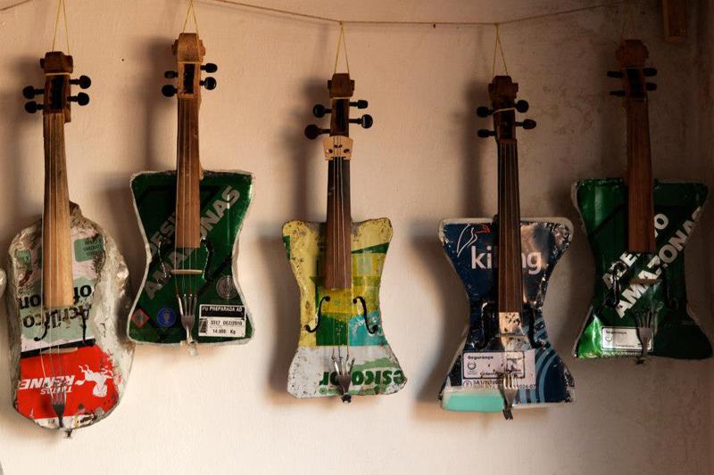 La sorprendente Orquesta de Instrumentos Reciclados Visito Santiago