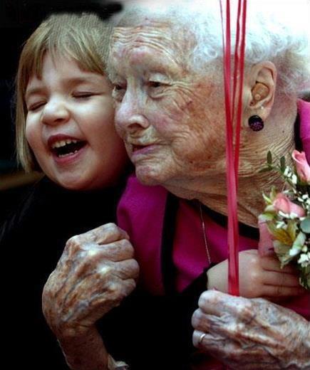 Bellas!!!! Ellalabella les desea felicidad en su día y en todos los días