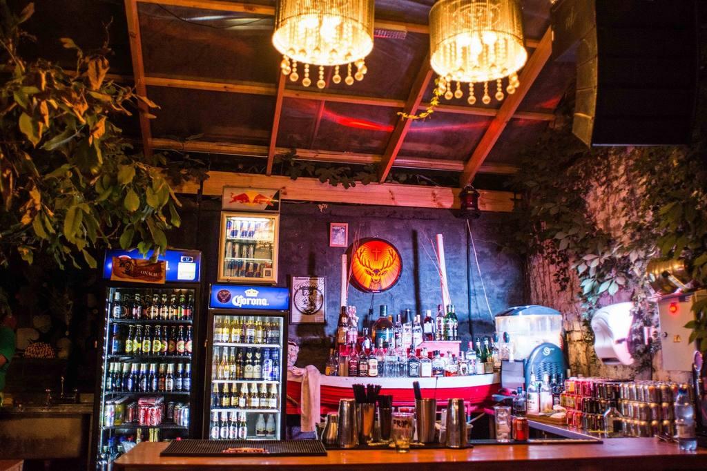 restaurant-y-bar.jpg.1024x0