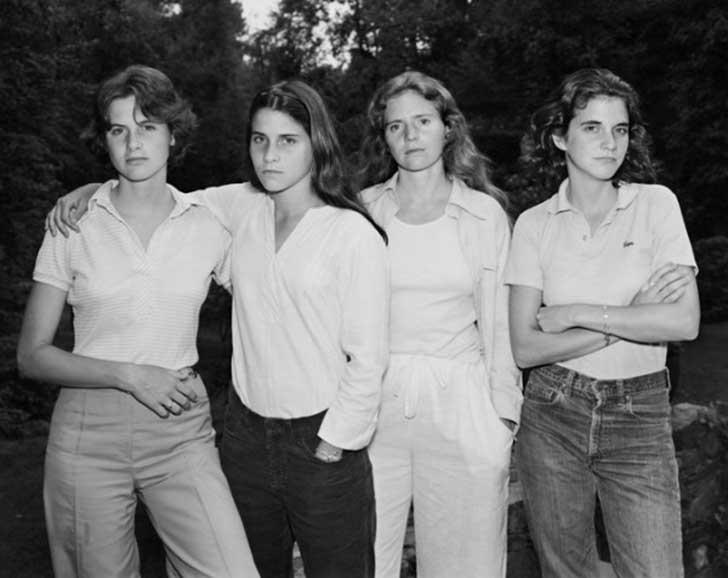 ¡Como pasa el tiempo! Cuatro hermanas se fotografían juntas durante cuarenta años