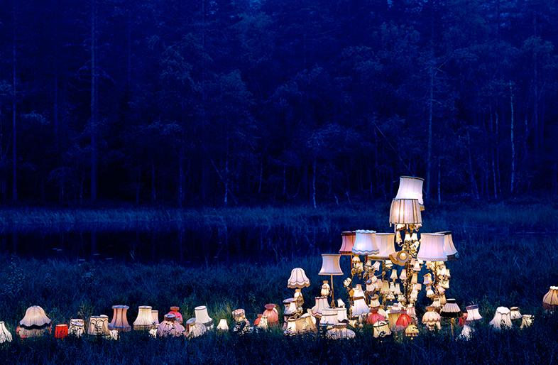 Lámparas en la oscuridad de la naturaleza