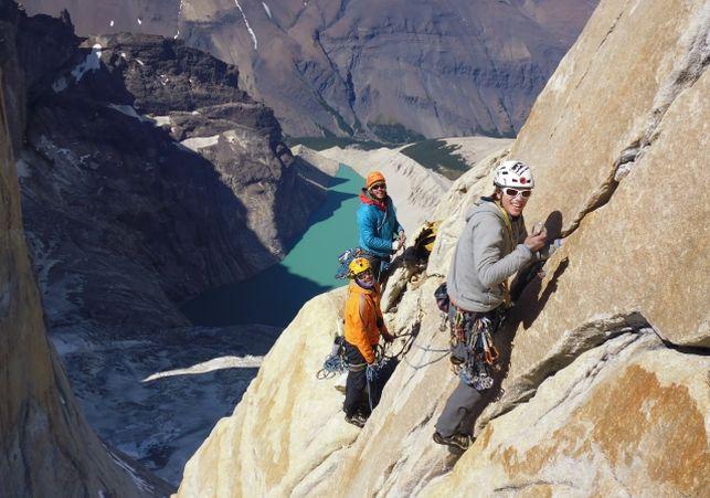 Gran Travesía Chilena, tres jovenes cumplen su sueño escalando las tres Torres del Paine