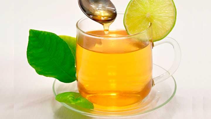 ¿Sabes porque es recomendado tomar agua con miel con el estómago vacío? Veamos…