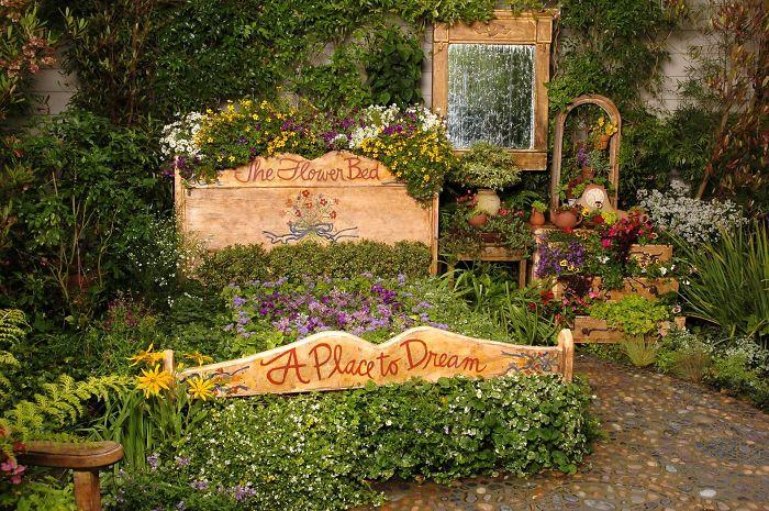 Recicla muebles y convierte tu jardín en un cuento de hadas