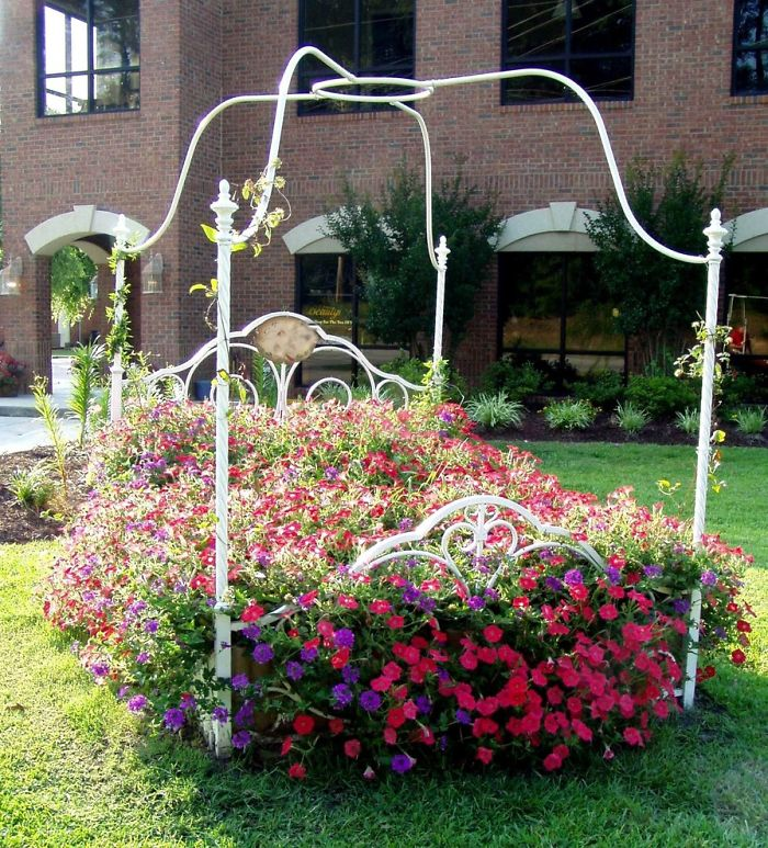 recycled-furniture-garden-2__700
