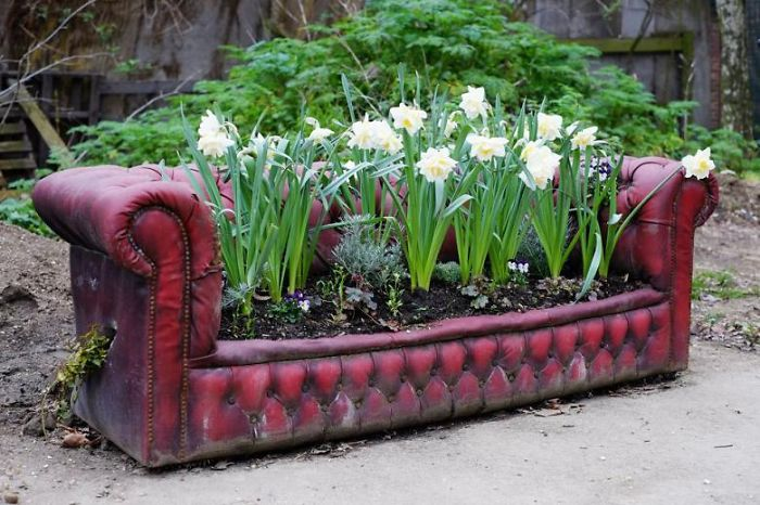 recycled-furniture-garden-5__700