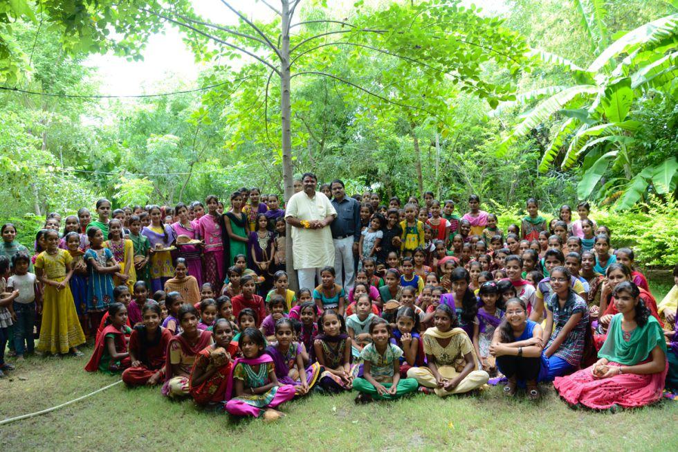 La proporción de niñas ha subido en Piplantri desde que el proyecto comenzó en 2007, combatiendo así los feticidios femeninos.
