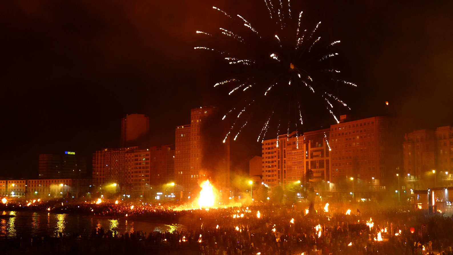 Espíritu de fuego en las Fiestas de San Juan en Coruña 2015