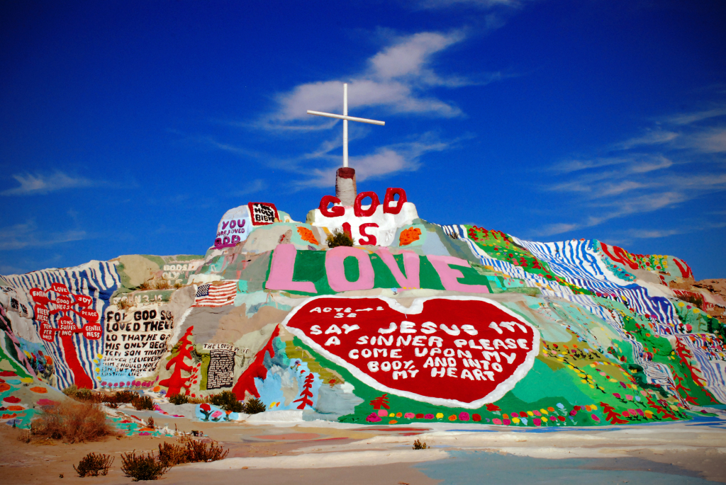 "La historia  de Leonard Knight y su montaña mágica ""Salvation Mountain"""