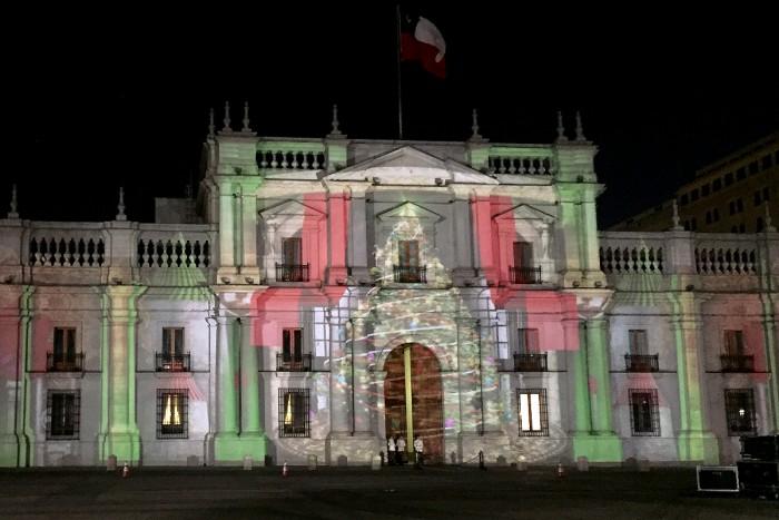 """Cascanueces"" llega de forma gratuita a La Moneda con espectacular juego de luces"
