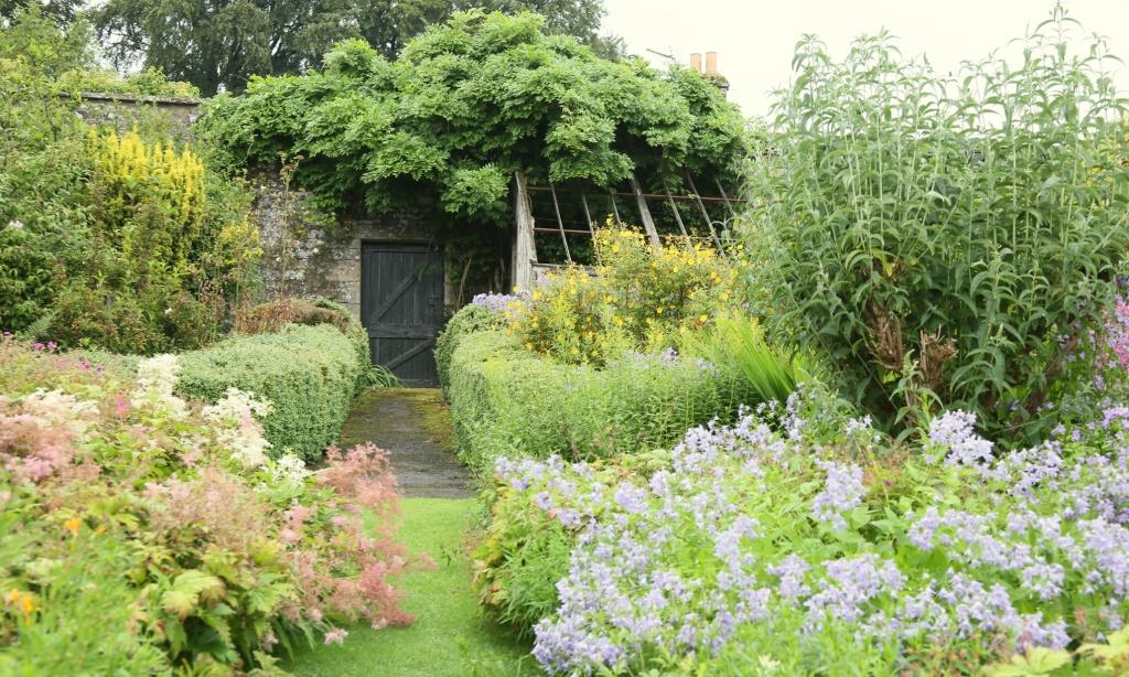 El encanto de los jardines secretos ellalabella for El jardin de los secretos
