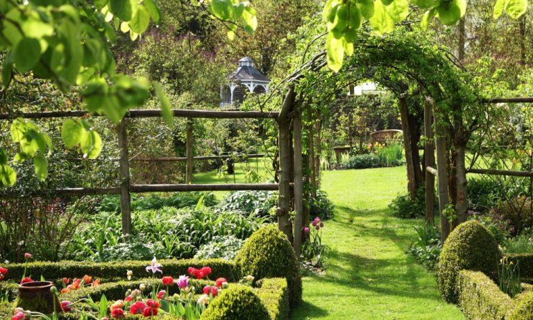 El Encanto de los Jardines Secretos