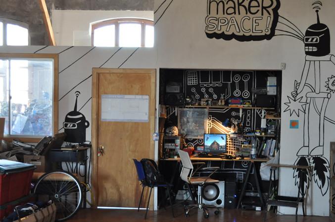"""La creatividad que invade los talleres de """"Stgo Maker Space"""""""