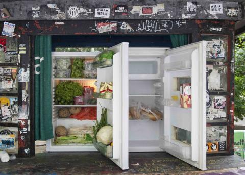 Heladeras sociales con alimentos gratis en Berlín para evitar el desperdicio