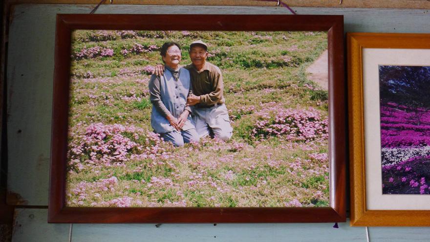 marido-planta-flores-esposa-ciega-kuroki-japon-5