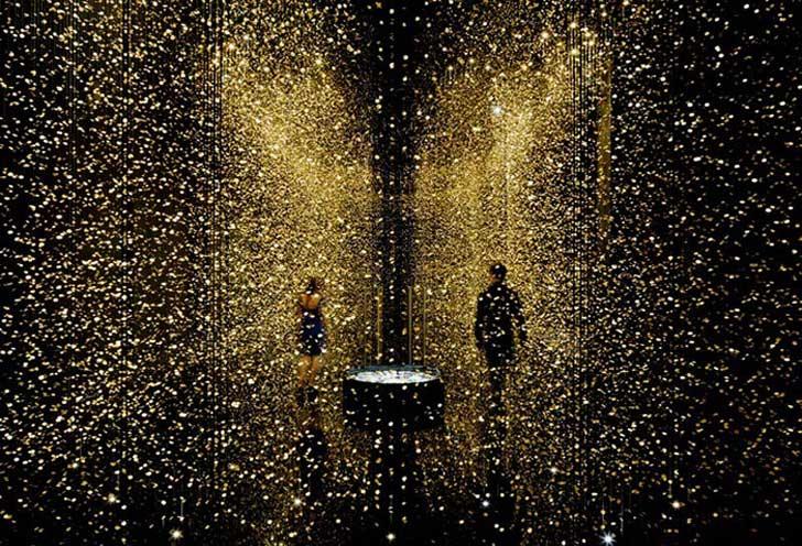 """La obra """"La luz del Tiempo"""" te sumerge en una lluvia de oro"""