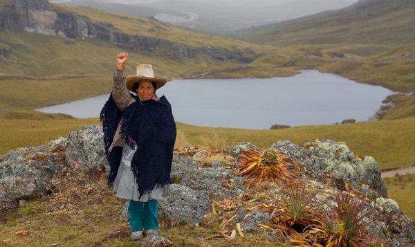 """Máxima Acuña, campesina indígena analfabeta gana el """"Nobel"""" del Medio Ambiente"""
