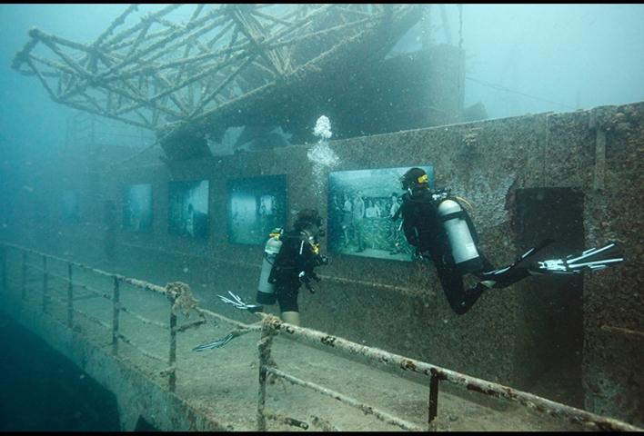 Divers-tour-the-Vandenberg