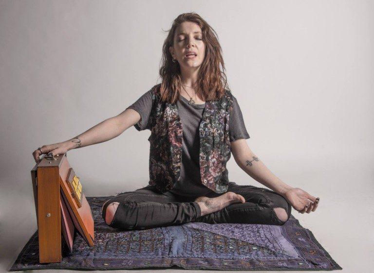 «El Yoga de la Voz» uno de los interesantes métodos de Sonoterapia que Valentina Moyano utiliza  para sanar