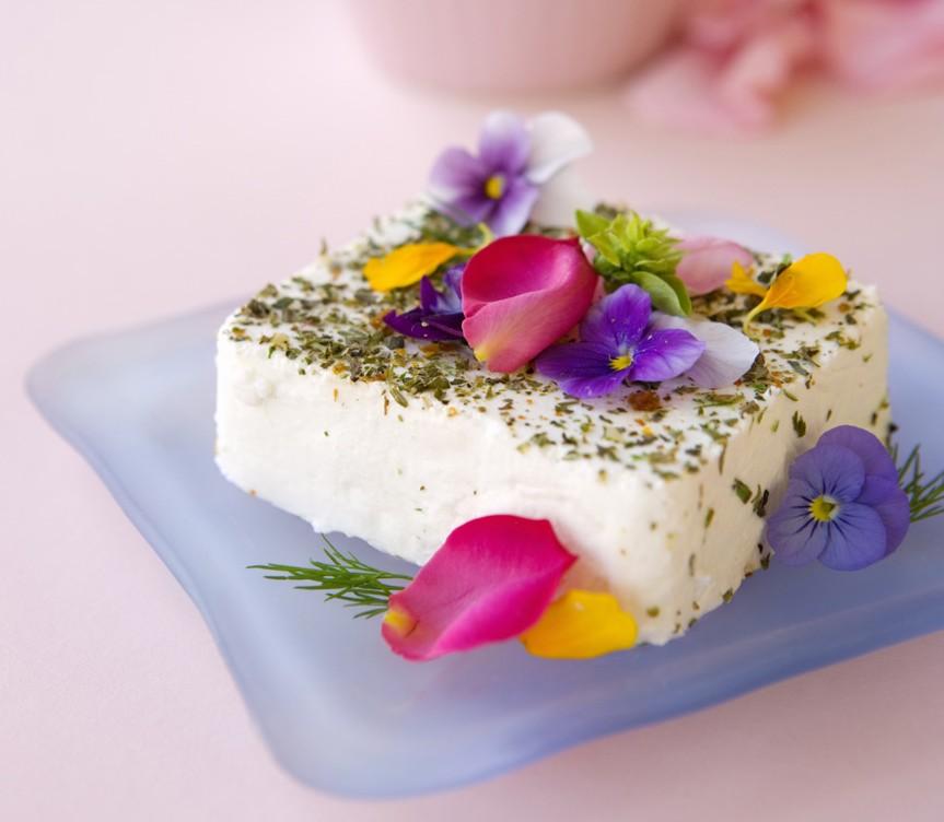 Platos florales, flores en la comida una combinación perfecta