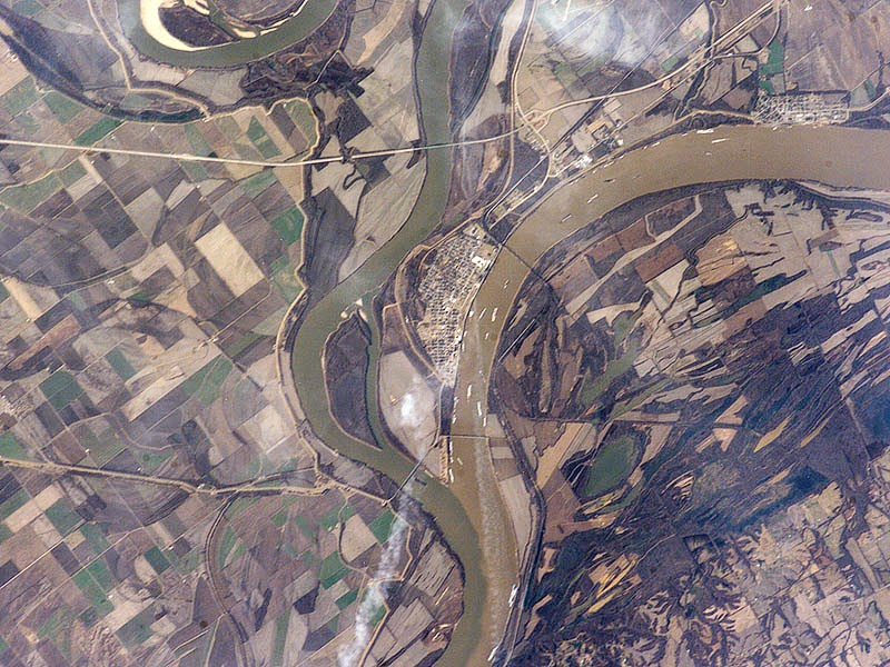 Confluence-of-the-Ohio-and-Mississippi-Rivers-at-Cairo-IL-USA