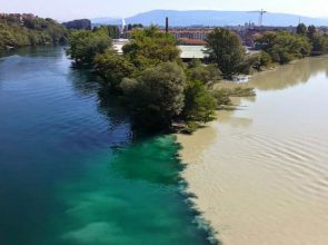 Confluence-of-the-Rhone-and-Arve-Rivers-in-Geneva-Switzerland-11
