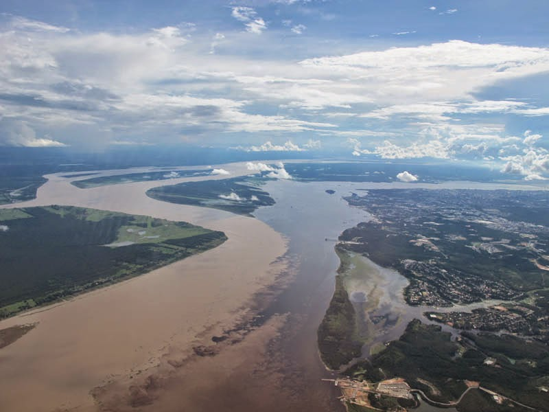 Confluence-of-the-Rio-Negro-and-the-Rio-Solimoes-near-Manaus-Brazil.