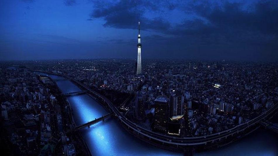 100.000 esferas de LED fluyen por un río japonés imitando a las luciérnagas