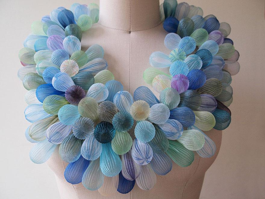 translucent-fabric-jewerly-japan-sculptures-mariko-kusumoto-10