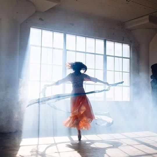 """Encuentro con el mundo interno a través de la """"La Danza movimiento terapia"""""""
