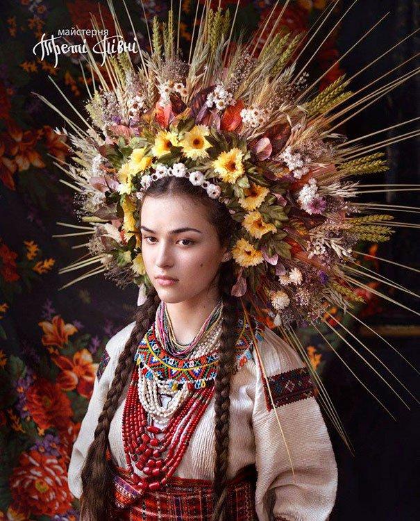 Las Mujeres Ucranianas recuperan los tradicionales tocados florales