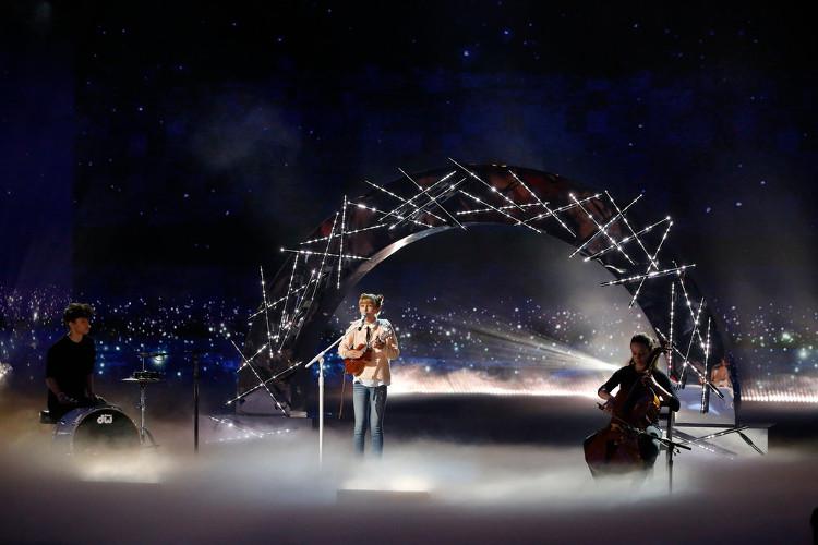 grace-vanderwaal-light-the-sky-lyrics