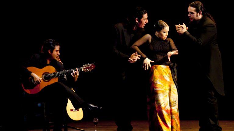 Danzaora y Vinática