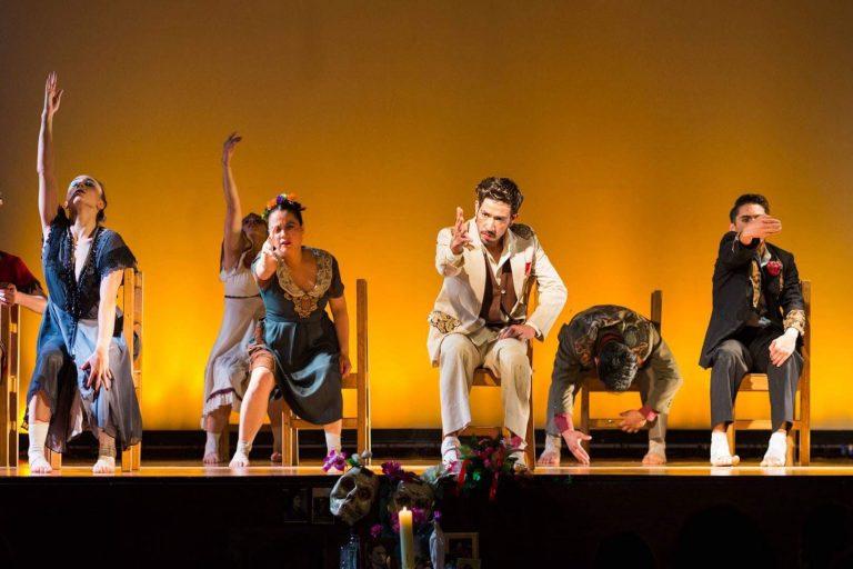 Clínica de danza contemporánea y repertorio de compañía de papel.