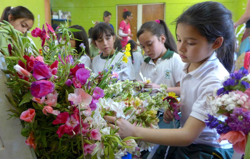 Taller de coronas de flores con el que nace «Flores para Todos»