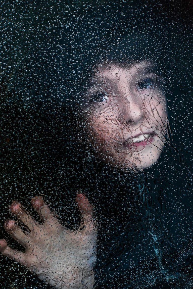 Una madre fotografia la forma en que su hijo autista experimenta el mundo
