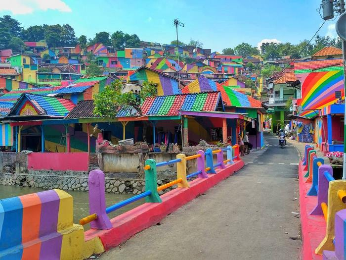 rainbow-village-kampung-pelangi-indonesia-1