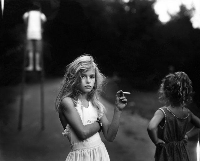 Espontáneas fotografías en las que Sally Mann retratan la vida de sus hijos