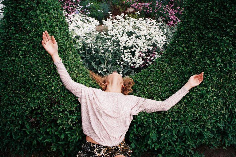 «Mujeres entre la naturaleza y lo vintage»  fotografía análoga Lukasz Wierzbowski