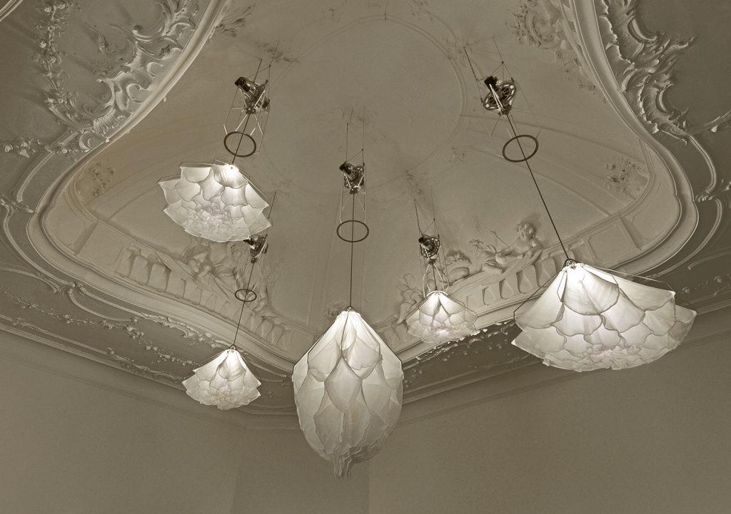 «Shylight» mágicas lamparas que imitan la danza de las flores en la naturaleza