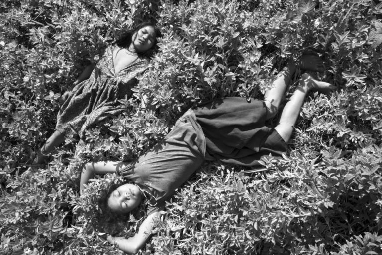 Sociedades matriarcales registradas por el fotógrafo Pierre de Vallombreuse