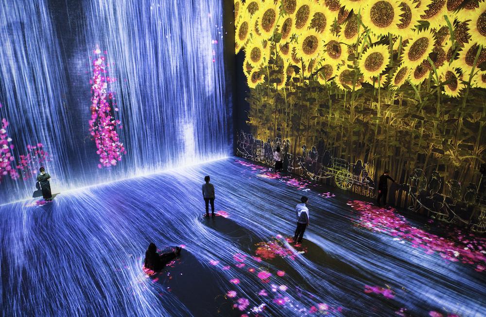 """Exposición """"Más allá de los límites"""" transporta al espectador a un mundo onírico"""