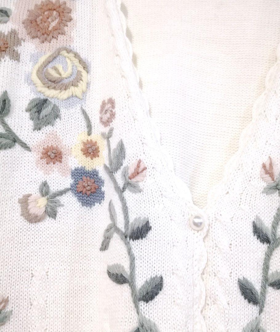 Chaleco blanco bordado flores