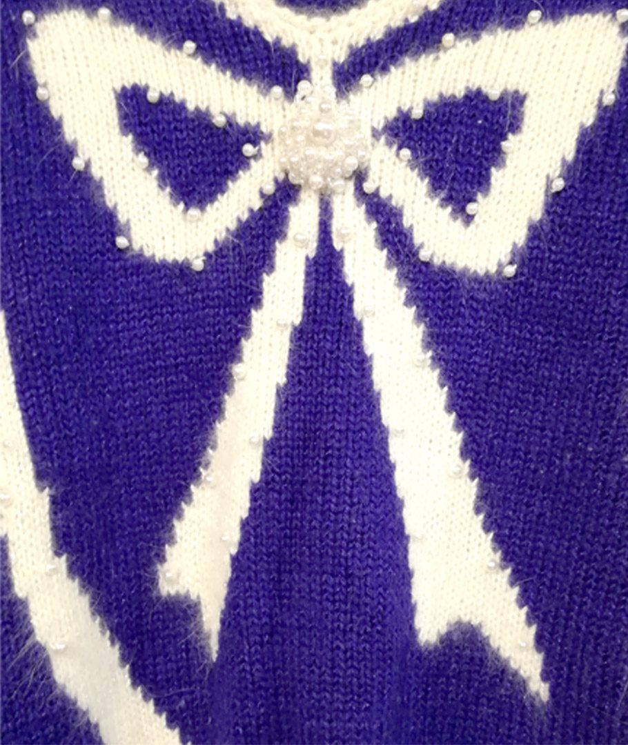 Chaleco azul con cinta bordada