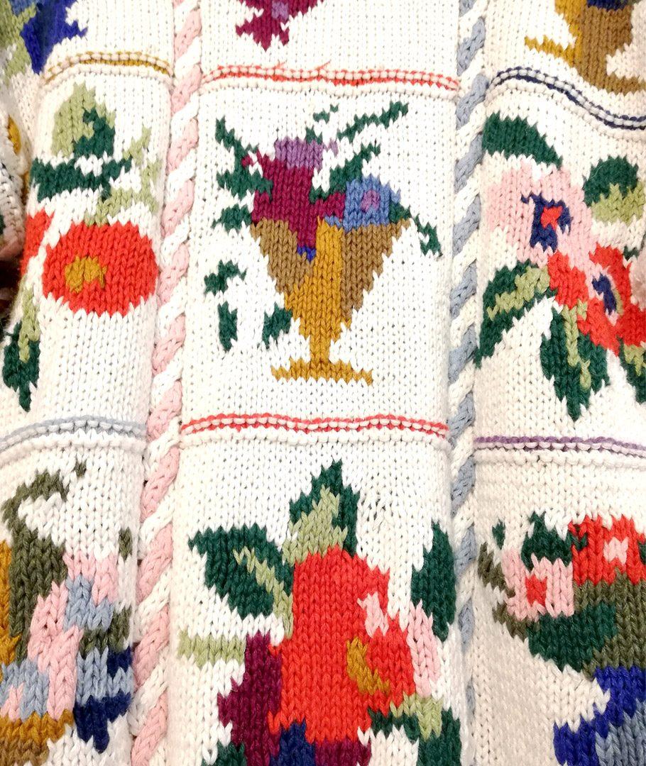 Chaleco blanco tejido flores