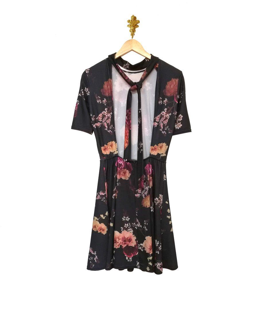 Vestido negro flores sin espalda