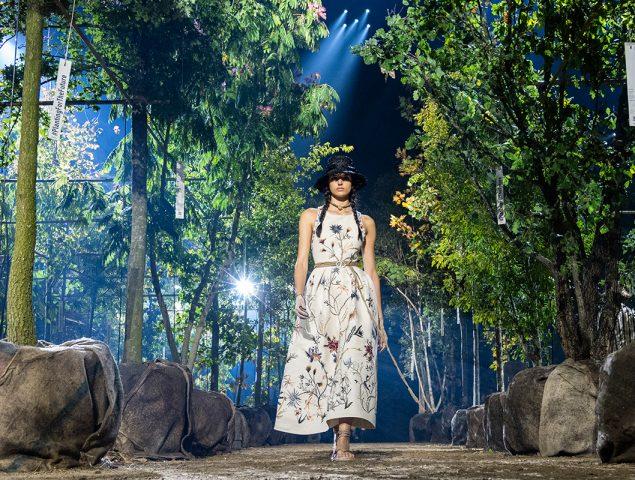 La magia de la nueva colección de Dior en medio de un bosque