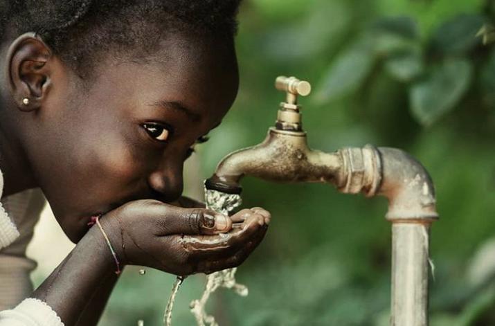 Kenia instaló la primera planta solar que convierte el agua de los océanos en potable